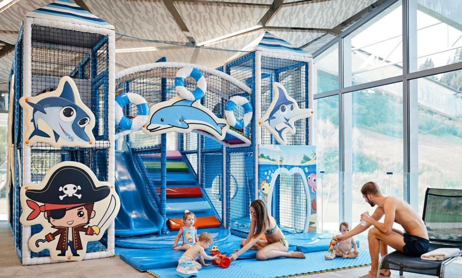 Gothal - detsky bazén s detským hradom a strakciami pre deti