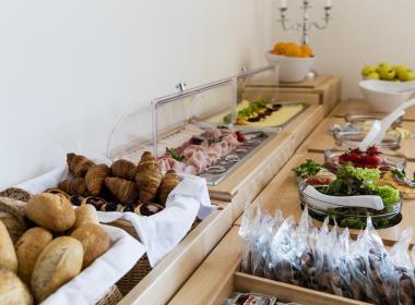 sections/July2018/gothal-restauracia-smrek-na-liptove-bufetovy-stol-AAk.jpg