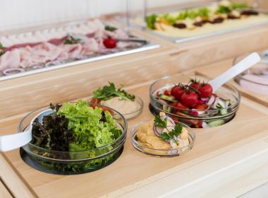 sections/July2018/gothal-restauracia-smrek-na-liptove-chutne-ranajky-quo.jpg