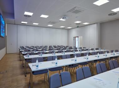 sections/July2020/gothal-kongresove-centrum-tis-konferencne-sedenie-zasadacka-1-gL9.jpg
