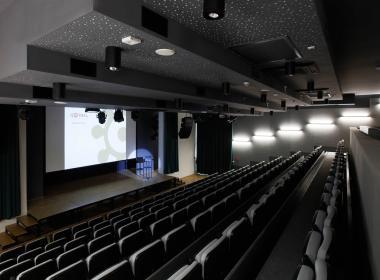 sections/July2020/gothal-kongresove-centrum-tis-zasadacka2-kino-sedenie-0gg.jpg
