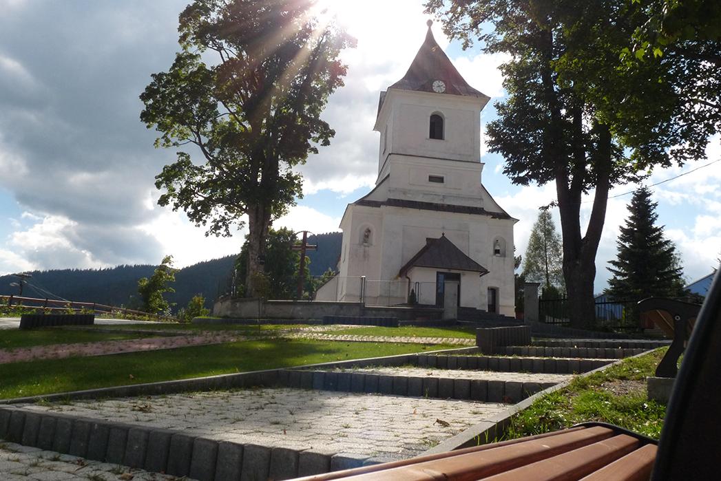 Pohlad na barokovy RKC kostol zhora