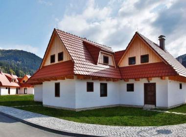 sections/May2018/gothal-liptovska-osada-chalupy-na-liptove-v-duchu-ludovej-architektury-QGH.jpg