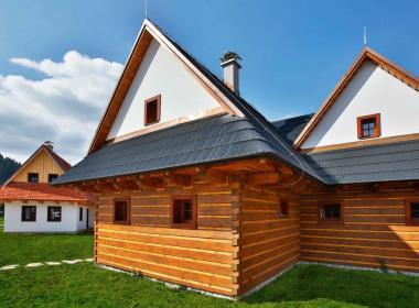 sections/May2018/gothal-liptovska-osada-chalupy-na-liptove-v-ludovom-style-fOp.jpg