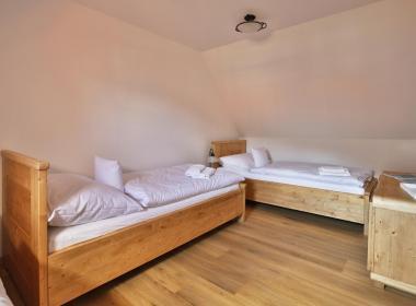 sections/November2018/gothal-sk-hotel-na-liptove-chalupy-typ-a-postele-v-spalni-KFX.jpg